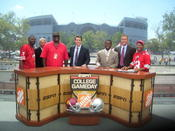 <strong>In a year of the underdogs beating top college contenders, it is only fitting the ESPN Gameday crew meet with Buster Douglas.</strong>