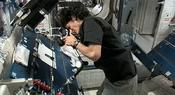 <strong>NASA astronaut Suni Williams photographing InSPACE-3 vial assembly after particles redistribution operation on the International Space Station. (NASA)</strong>