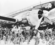 <strong>Minneapolis Lakers plane in Iowa cornfield. Photo taken near Carroll Iowa (courtesy Carroll Daily Times Herald, used with permission)</strong>