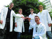 <strong>Researchers of Austrian Centre of Industrial Biotechnology (acib) developed production method for highly active alkaloids (from left): W. Kroutil, B. Grischek, C. Fuchs, H.Lechner, R. Simon (ahead)</strong>