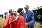 <strong>President Kagame greets a group of women dancers who requested to greet him in person in rural Nyaruguru district - Southern Province.</strong>