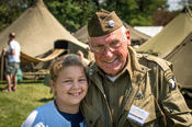 <strong>WWII veteran and reenactor poses with attendee.</strong>