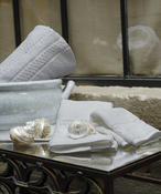 <strong>Full range of bed and bath products from the finest luxury hotels into guests own homes.</strong>