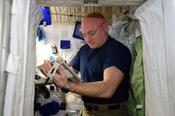 NASA Astronaut Scott Kelly is testing his ability to use his fine motor skills - pointing, dragging, shape tracing, and pinch-rotate – on an Apple iPad after extended time in space.