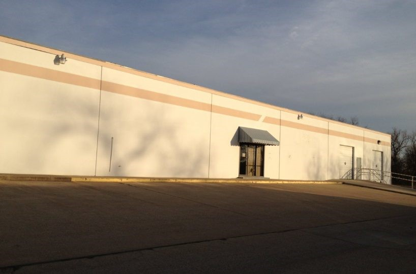 Tarrant County Businesses Now Have Room to Grow in this Affordable Fort Worth Shop Space for Lease