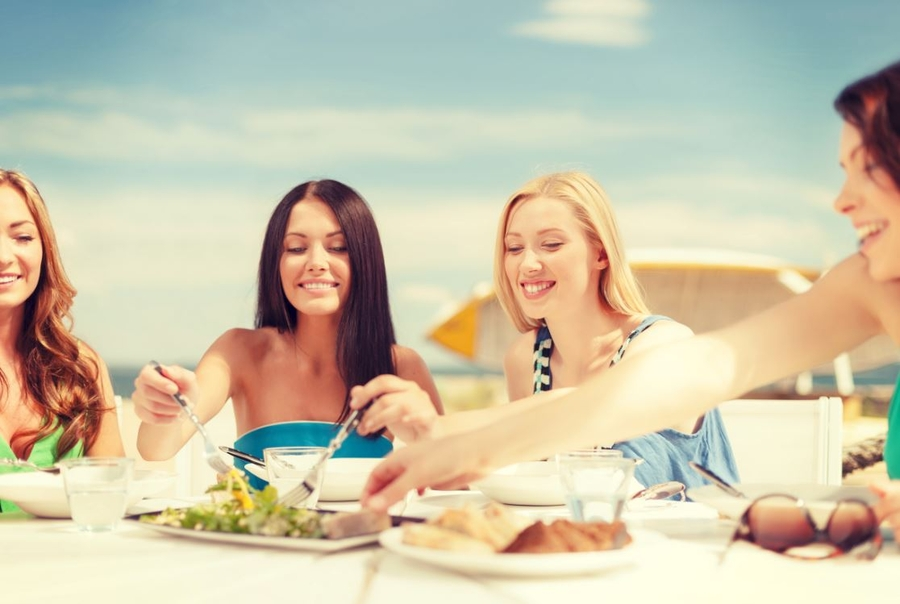 11 Food Safety Tips To Pack For Spring Break