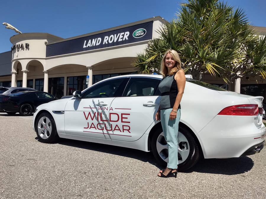 Wilde Jaguar Sarasota Partners with Van Wezel Foundation to Raise Over $300,00 at Annual Gala