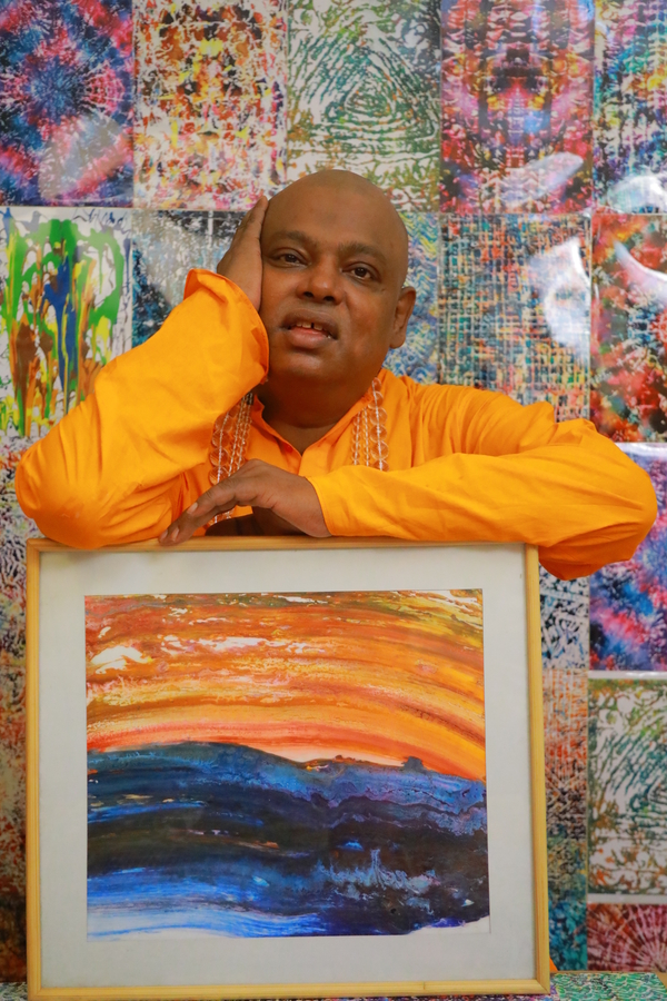 Schizophrenic Saint turns World's Fastest Painter and Displays Novel Art Online with a Noble Cause