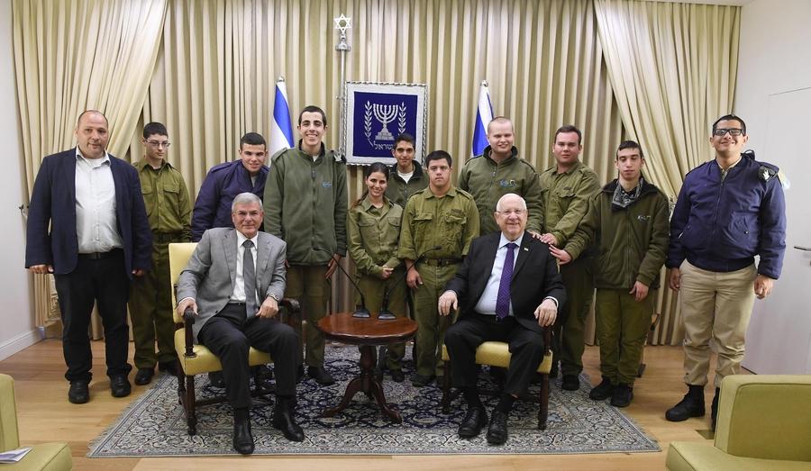 Special-in-Uniform Volunteers Visit the President's Residence