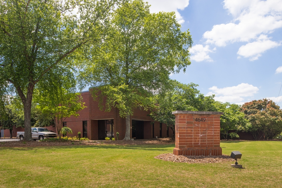 Ackerman & Co. Completes Sale of 40,817 SF Industrial Building at Stone Mountain Industrial Park