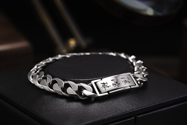 ByEnzo Expert of Handcrafted Platinum Jewelry for Men from South Korea