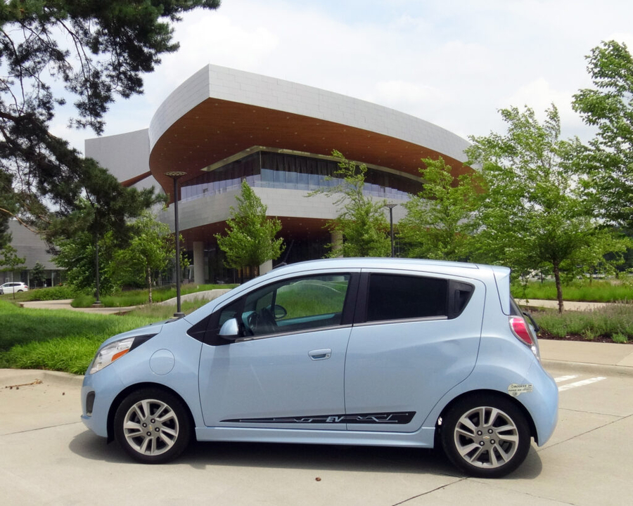 Iowa-Based Electric Vehicle Dealership Announces Grand Opening