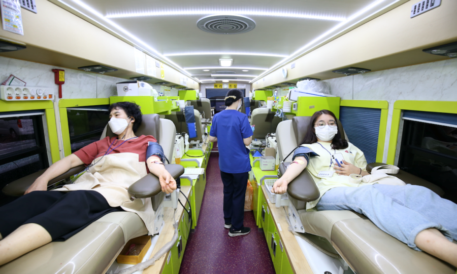 500 Members of the Shincheonji Donate Plasma to Develop Treatments for COVID-19