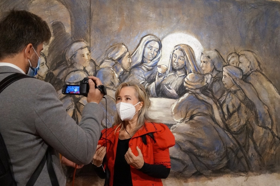 For the First Time in History, the Holy Chalice of the Cathedral of Valencia is the Main Subject of a Pictorial Exhibition