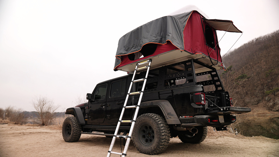 The World's First Pop-Up Dual Expandable Hardshell Rooftop Tent