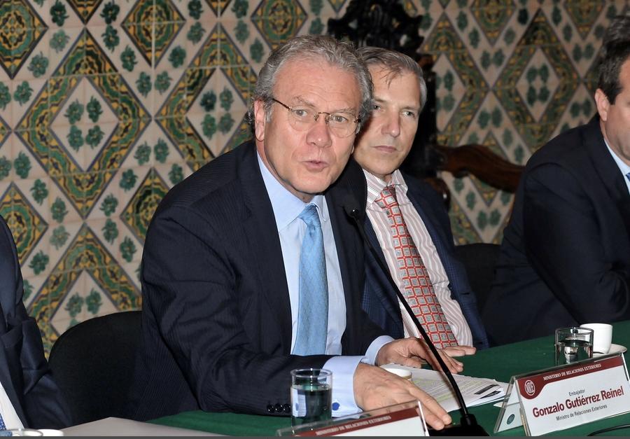 "Ambassador Gonzalo Gutiérrez Releases Publication of ""Pisco: its Name, its History"""