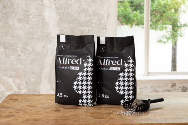 """Alfred makes Cat Litter with Coffee Grounds, Releasing Eco-friendly and Earth-Protecting Cat Litter """"Cassava Black"""""""