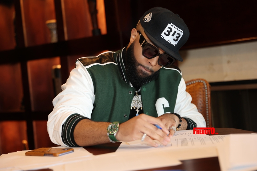 Detroit Native Music Artist and Viral Sensation Elijah Connor Inks Mega Deal with Blackground Records 2.0